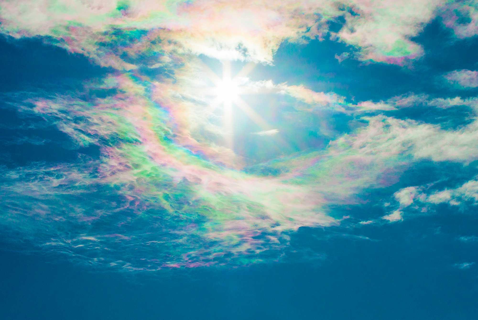 南島幻が撮影した彩雲と太陽の光