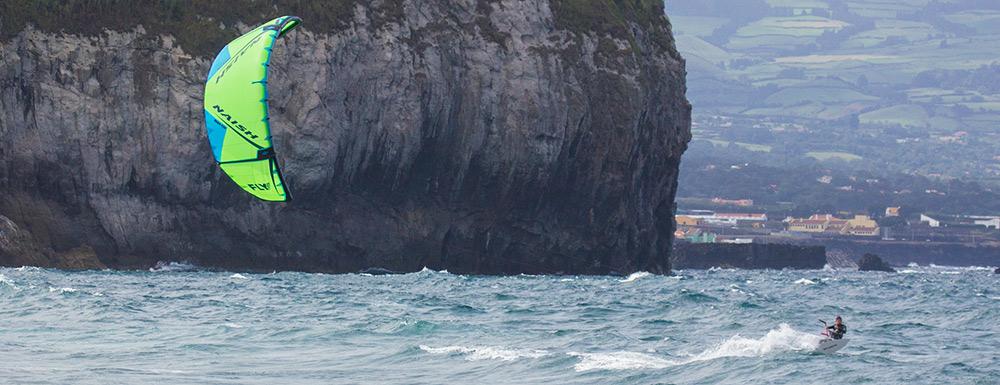 Kitesurfen mit Naish Fly auf den Azoren