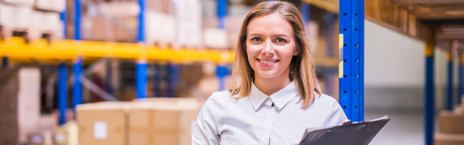 glückliche Mitarbeiterin der Handelsvertretung Roesler