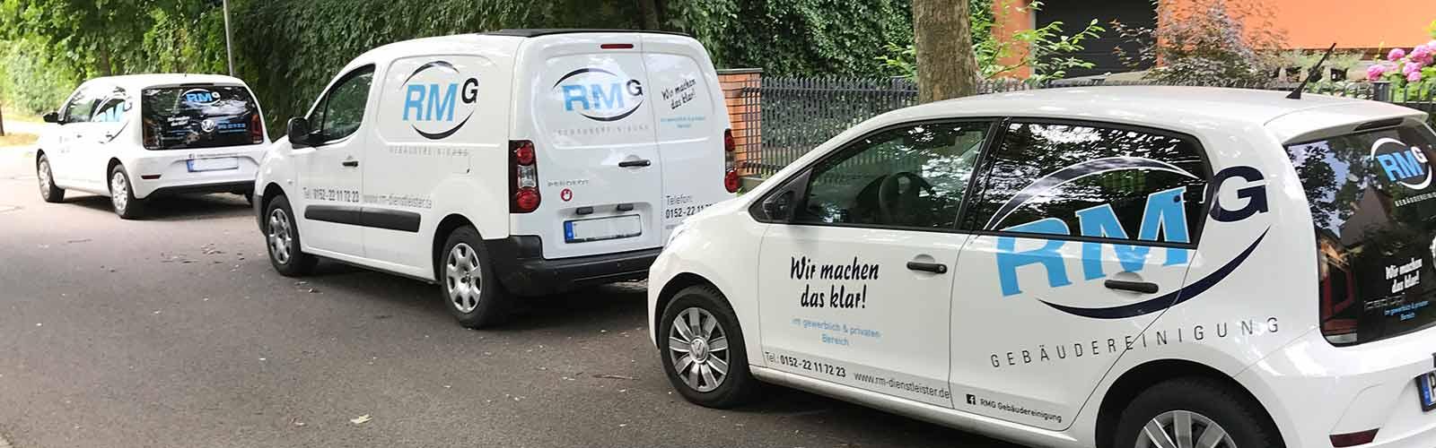 RMG Firmenwagenflotte mit Logo und Slogan