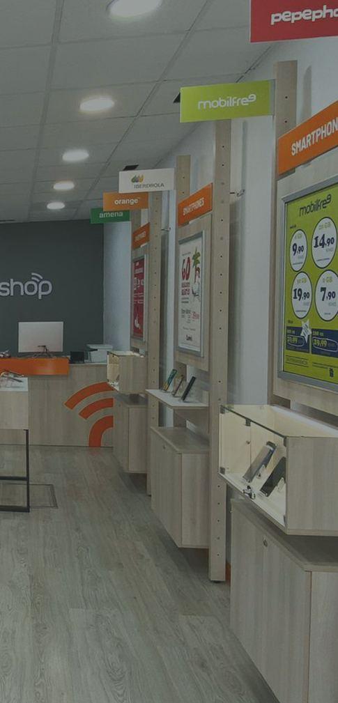 Interior de punto de venta de franquicia Tecnyshop