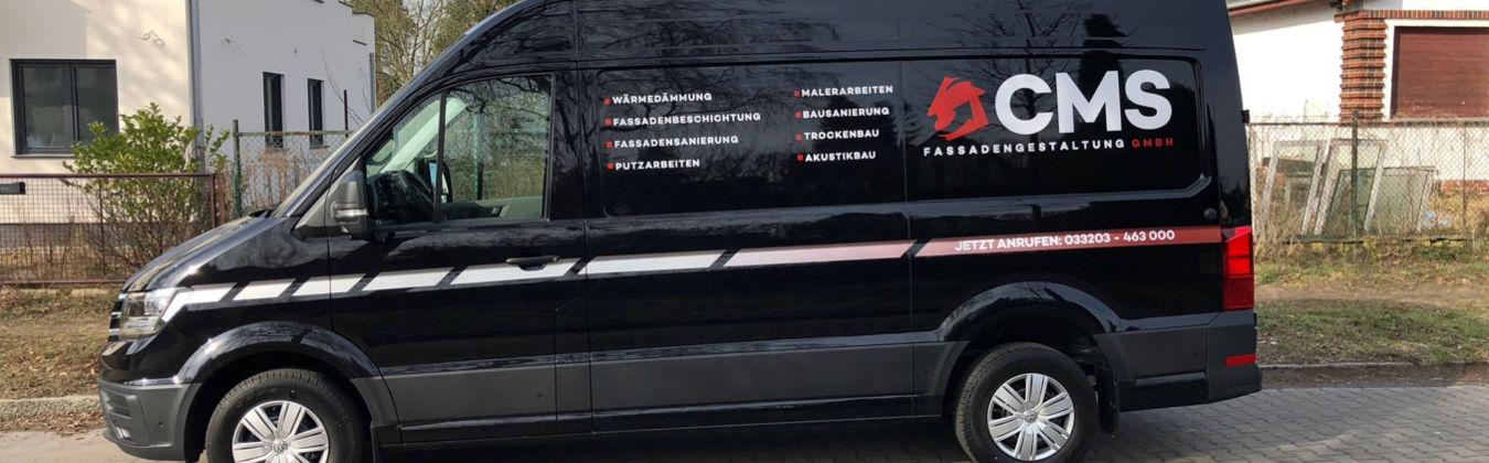 CMS Fassadengestaltung GmbH Logo auf einem Transporter