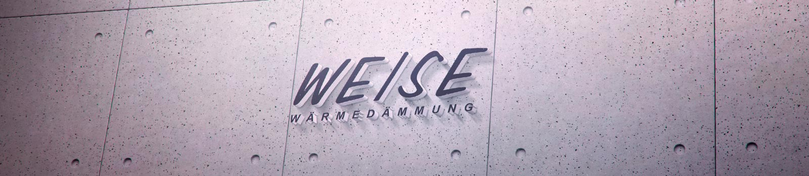 Weise Wärmedämmung und Fassaden GmbH Logo auf einer Fassade