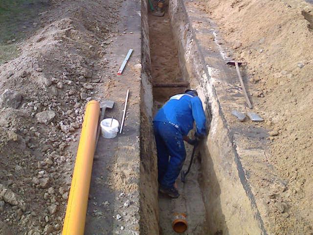 Mitarbeiter beim Kanalbau
