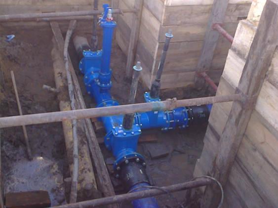 Druckrohrleitung in einem Bauschacht