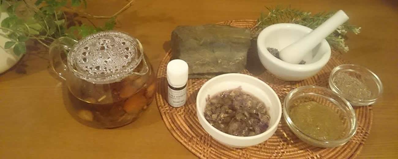 ハーブと天然石(ブラックシリカ)の自然派サロン フィトソワンエステティック しえすた