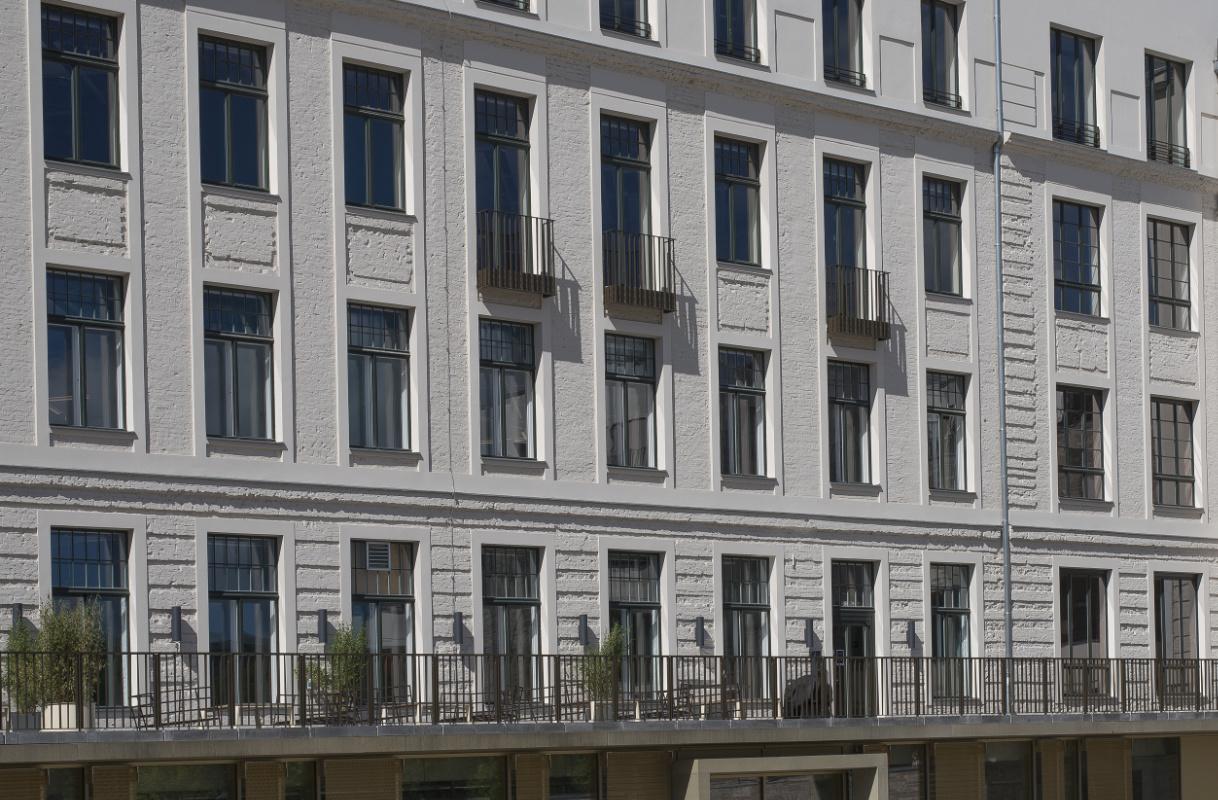 Rückseite mit Balkon