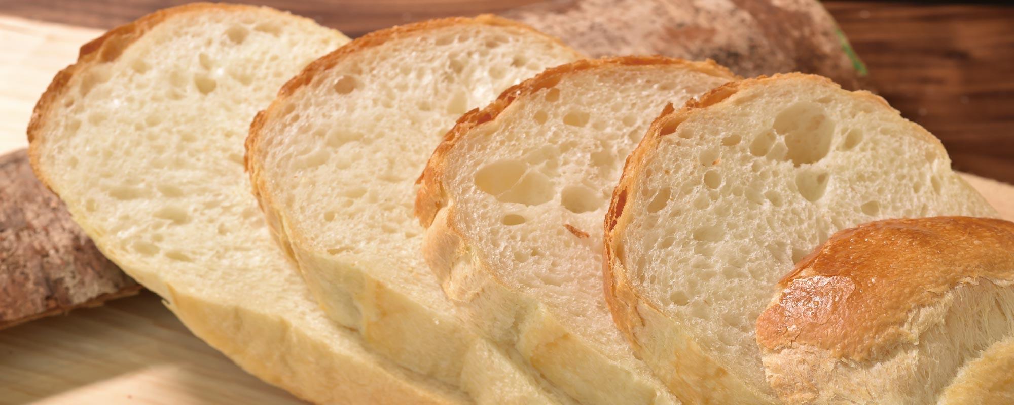 当日焼き上げた食パンを提供するマルベーカリーです