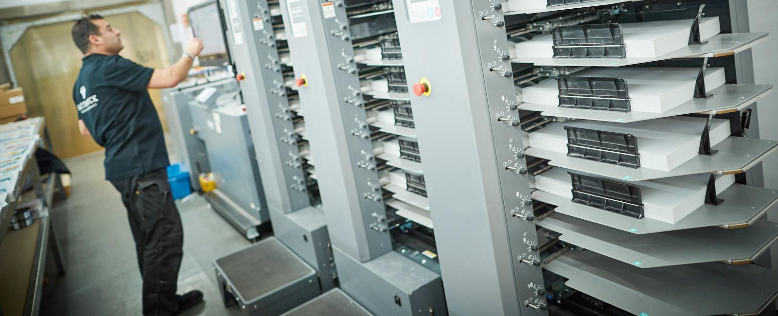 Weiterverarbeitug von Drucksachen - kleben, Schneiden, Falzen, Binden - bei Satzdruck in Coesfeld