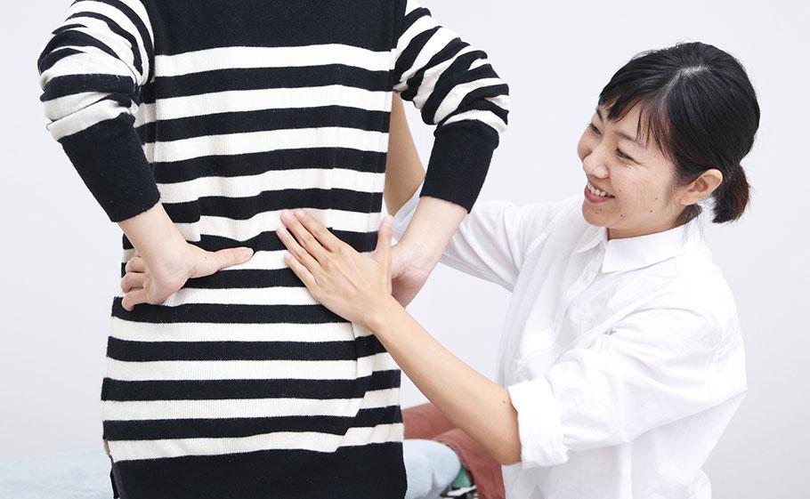 原因がわらかない体の痛みやだるさでお悩みの方には、問診・触診を細かく丁寧に行っています。