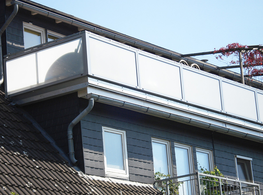 Balkonverglasungen in Kombination mit einer Balkonüberdachung