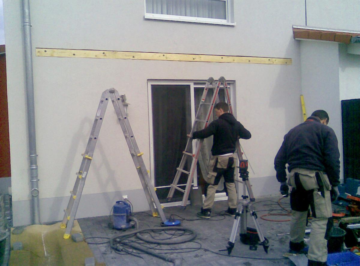 Dachmontage an eine gedämmte Fassade
