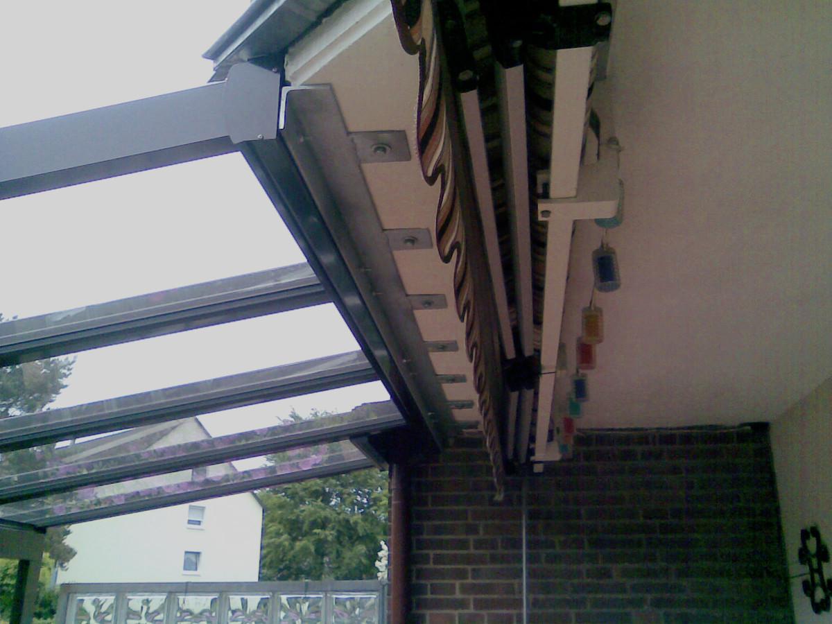 Montage einer Überdachung unter den Balkon - Hannover / Langenhagen