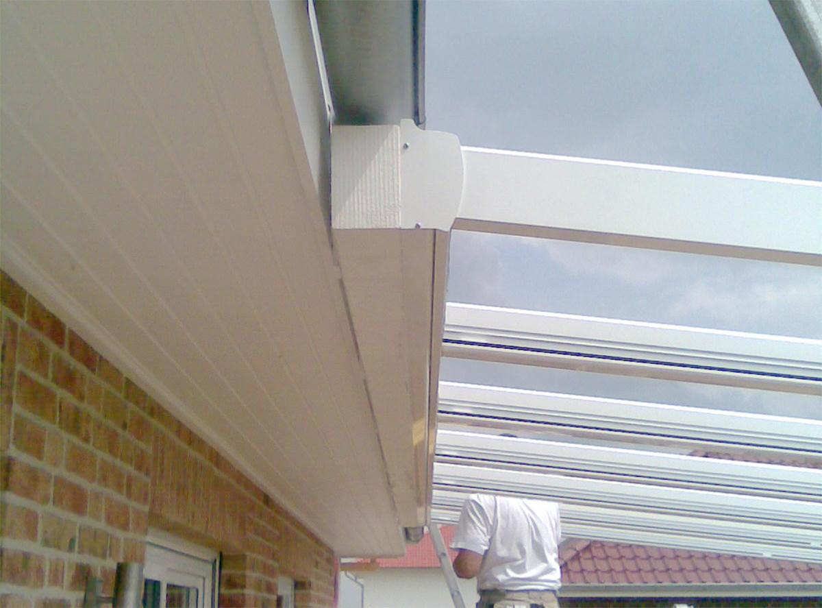 Aludach unter die Regenrinne montieren - Fachmann für Dachmontagen im Raum Hannover