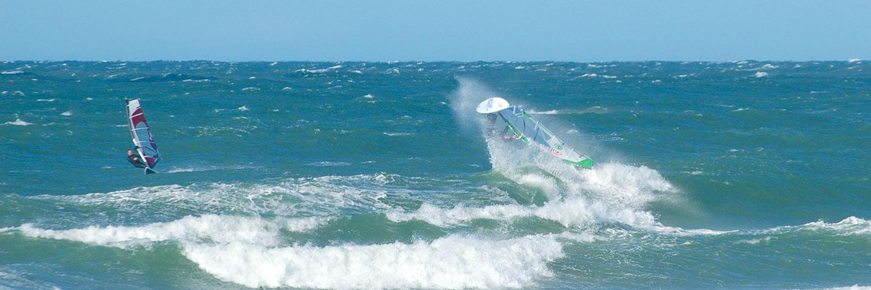 Windsurfer in den WEllen bei Klitmöller