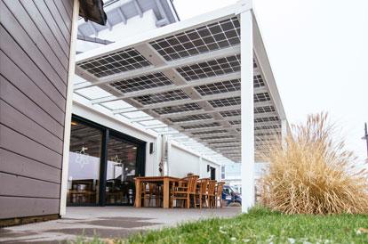 Eck-Solarterrassendach aus Holz bei Chemnitz