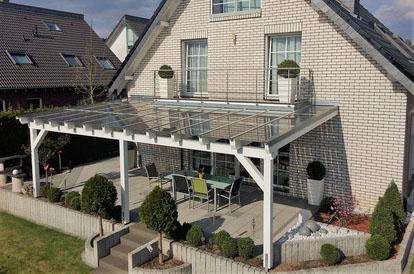 Holz Terrassendach mit Solar in Köln