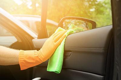 Gummipflege beim Auto