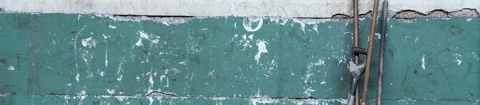 Ein durch nässe beschädigtes Mauerwerk.