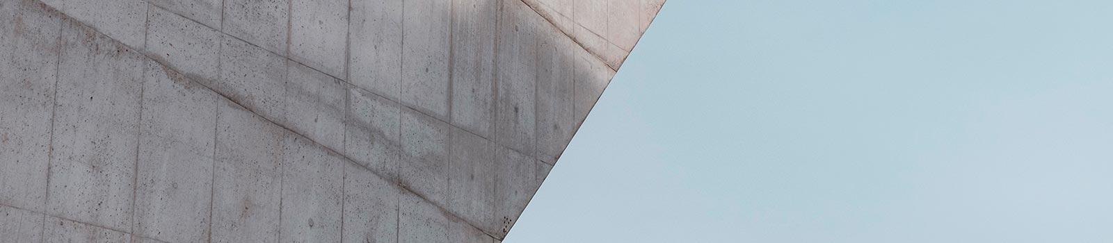 Eine Betonfassade nach der Betonsanierung durch die 3B Denkmalpflege & Bausanierung GmbH.