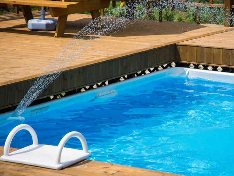 Outdoor Pool im Garten
