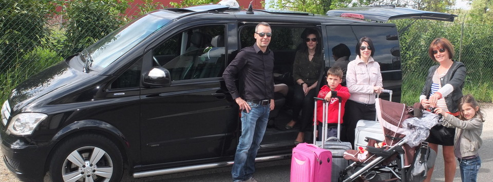 taxi paris equipped with one or two baby car seat and booster safety ...