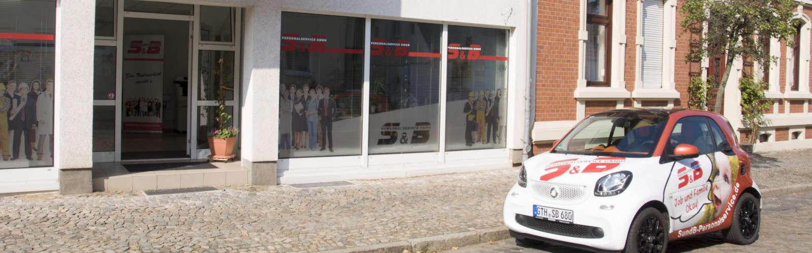 Eingang des Firmengebäudes der S&B Personalservice GmbH in Magdeburg