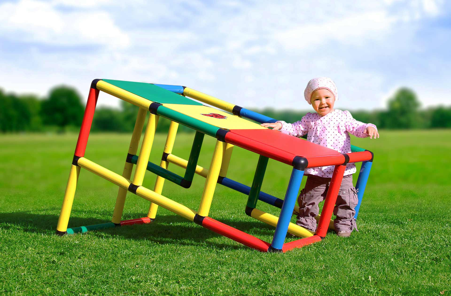 Baby playing with QUADRO ramp outdoors