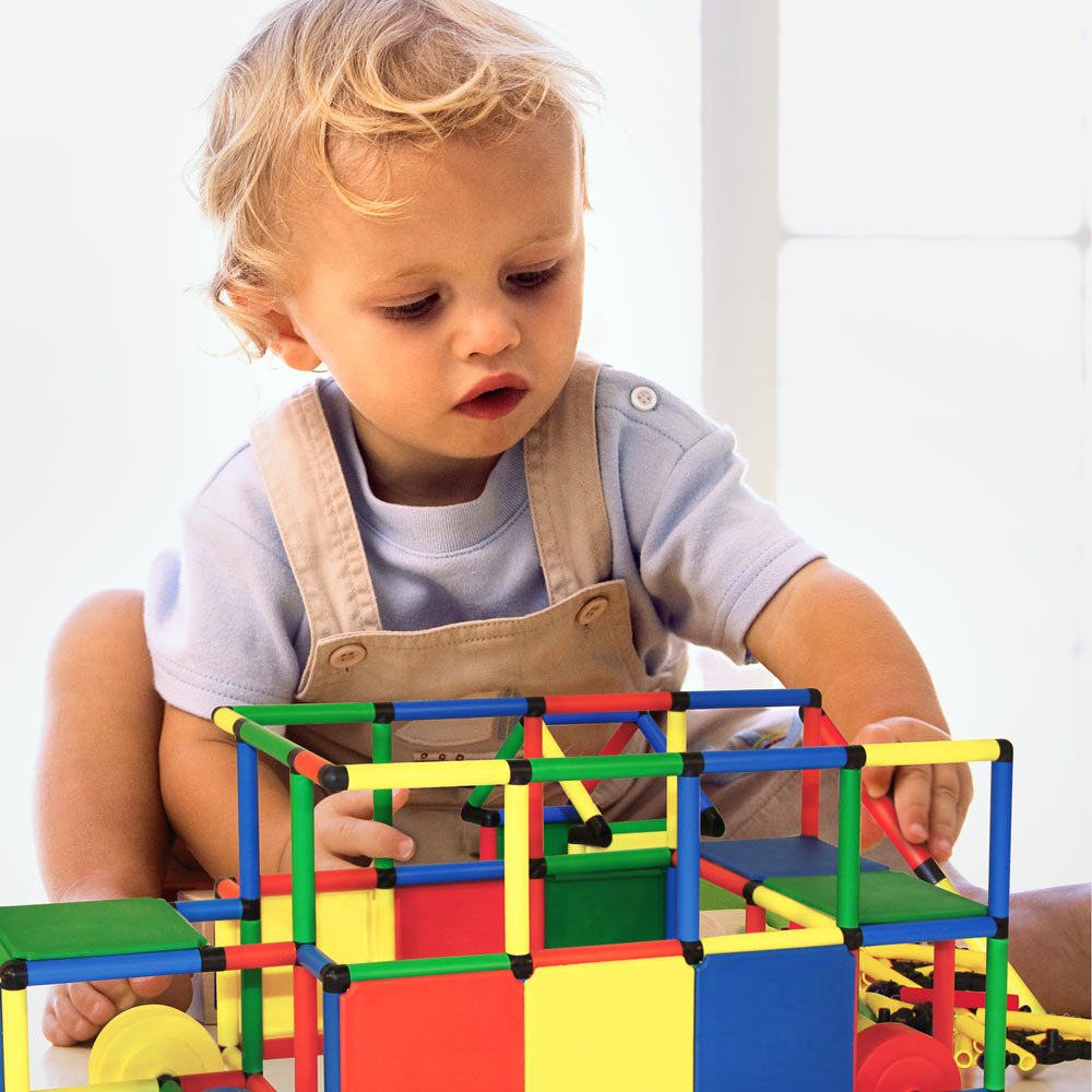 Toddler building mini QUADRO Duomobil