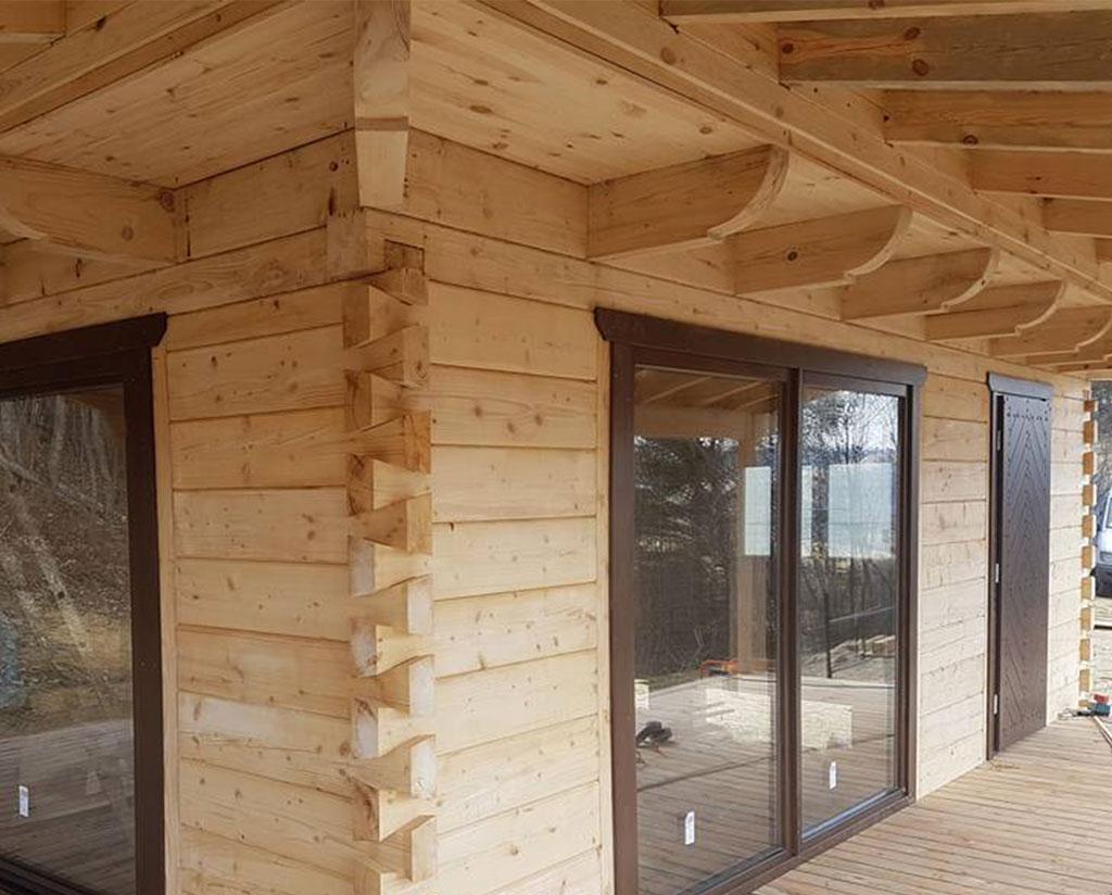 Producentem domków i wykonawcą jest firma Balik a gonty zamontowany na dachu to gont bitumiczny Timberline HD z oferty GAF