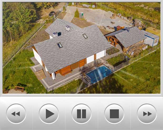 bardzo ładny dom parterowy znajdujący się nad jeziorem został pokryty dachówką timberline HD w kolorze Pewter Gray