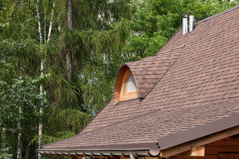 Na dachu widoczny gont marki IKO z linii Cambridge Xpress w kolorze Autumn Brown (53)