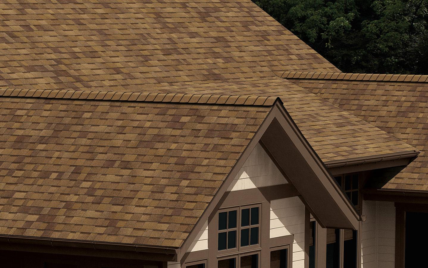 Na dachu widoczny gont marki Owens Corning z linii TruDefinition Duration w kolorze Desert Tan