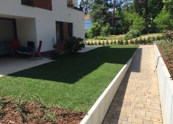 Krause - Technik für Ihren Garten, kleine Rasenfläche gemähmt vom Husqvarana Automower