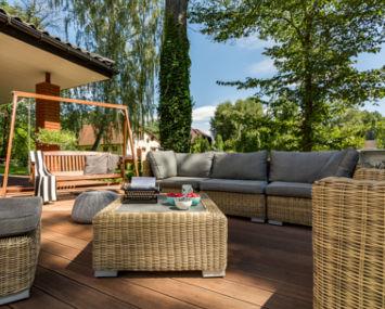 LMT Design - Terrasse mit Holzboden