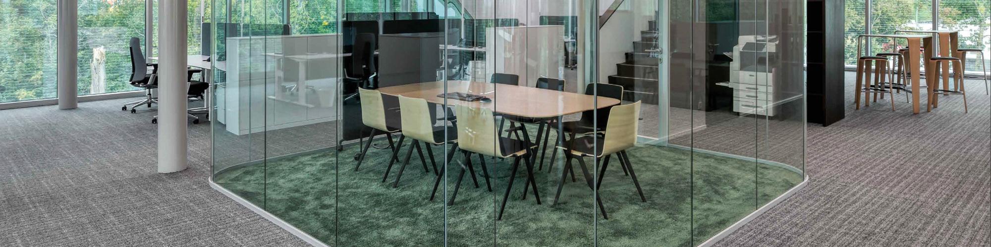 Trennwand aus Glas im Büro