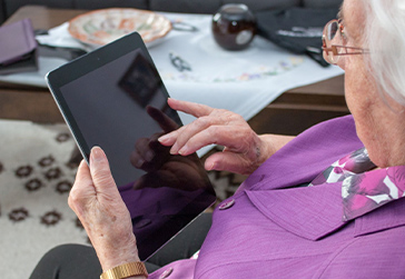 NEW JEWISH FAMILY SERVICE PROGRAM HELPS ISOLATED OLDER ADULTS CONNECT VIRTUALLY