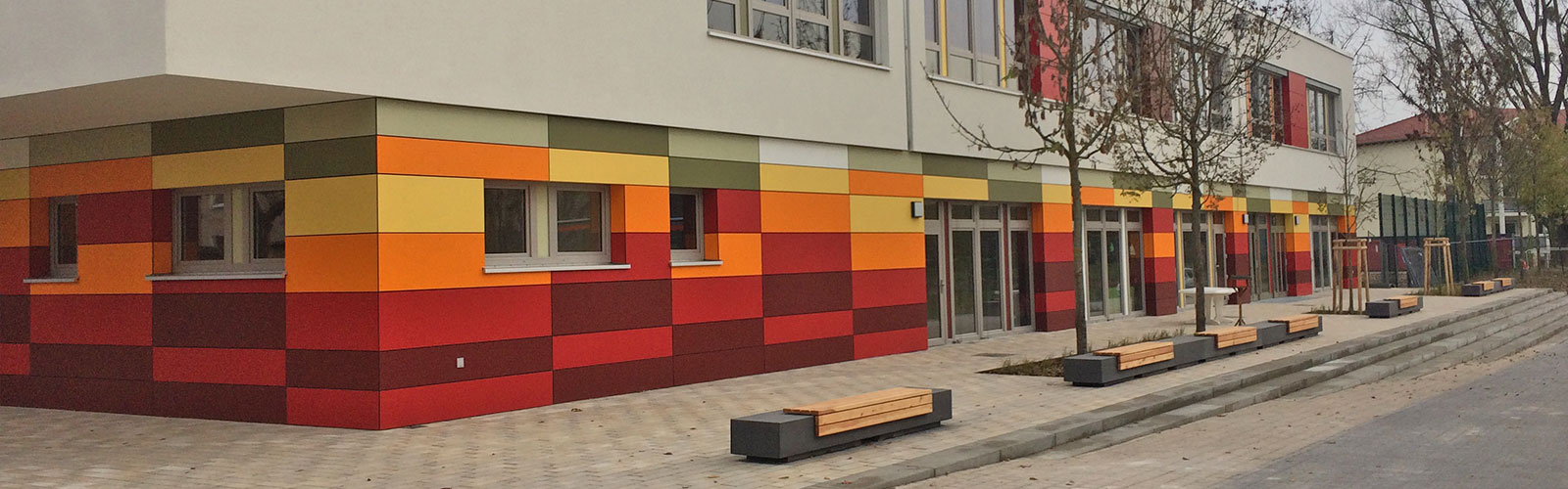 Ein abgeschlossenes Projekt der 3B Denkmalpflege & Bausanierung GmbH mit WDVS und integrierter Vorhangfassade aus Fundermax