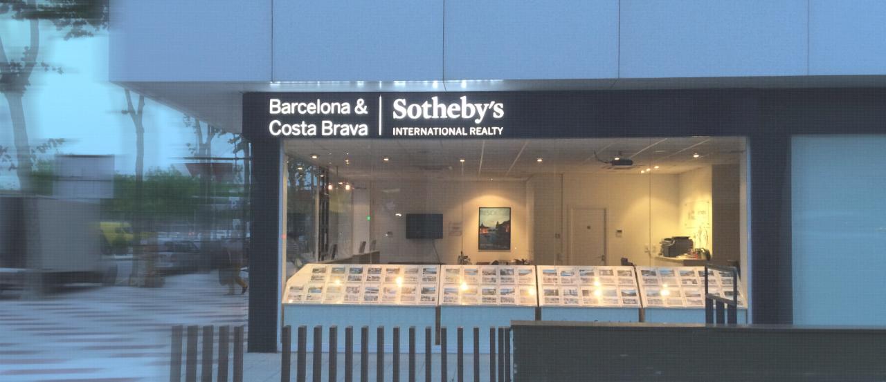 Retol Sothebys lletres corpòries de metacrilat amb llum