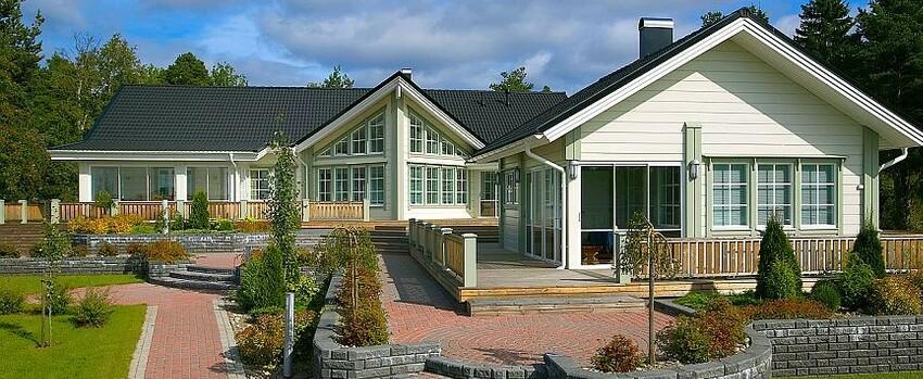 blockhaus bauen holzhaus in blockbauweise blockhaus experten. Black Bedroom Furniture Sets. Home Design Ideas
