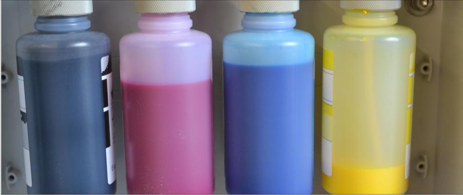 Farbflaschen der T-Shirtdruckmaschine Kornit Breeze