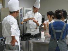 調理師科の体験実習の様子