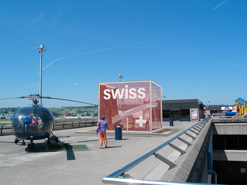 design-zug-581-swiss-kinder-spielwürfel-unique-airport-besucherterrasse-2004-01