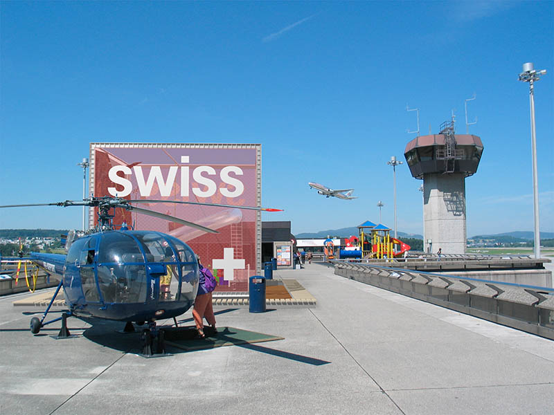 design-zug-583-swiss-kinder-spielwürfel-unique-airport-besucherterrasse-2004-03