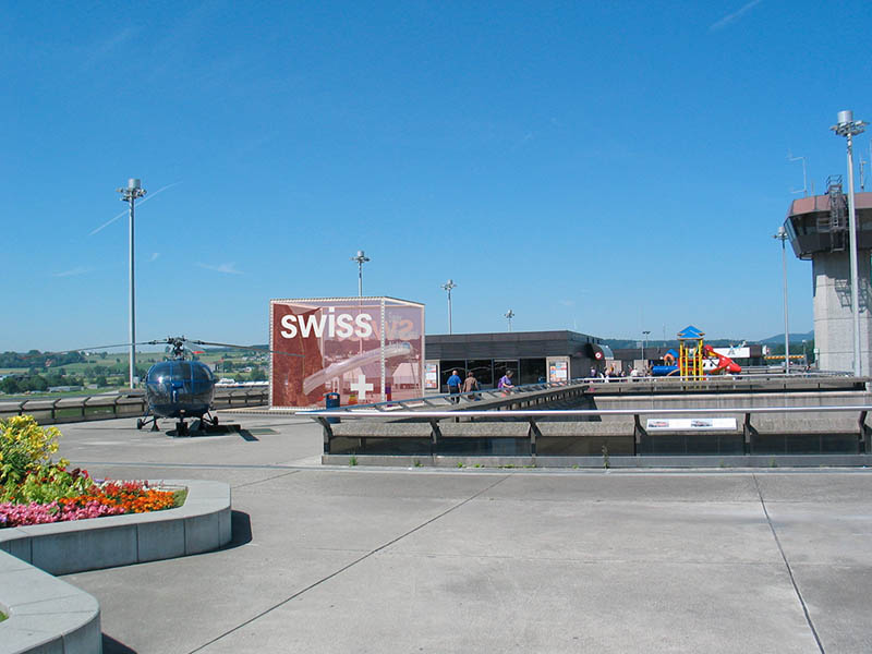 design-zug-584-swiss-kinder-spielwürfel-unique-airport-besucherterrasse-2004-04