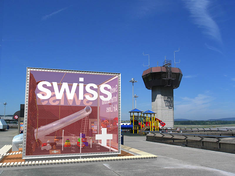 design-zug-585-swiss-kinder-spielwürfel-unique-airport-besucherterrasse-2004-05