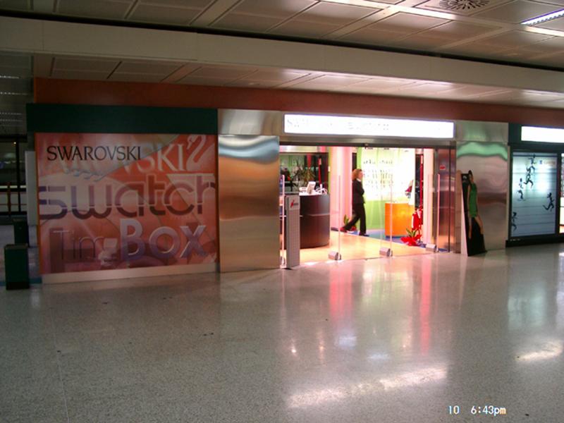 grafik-118-rom-airport-multibrand-swarowski-timebox-swatch-shop-2003-fassadengestaltung-12