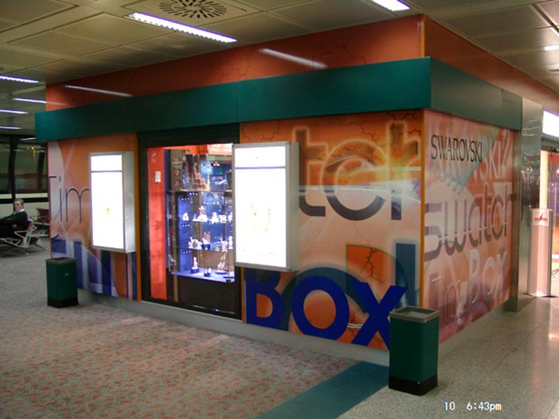grafik-119-rom-airport-multibrand-swarowski-timebox-swatch-shop-2003-fassadengestaltung-13