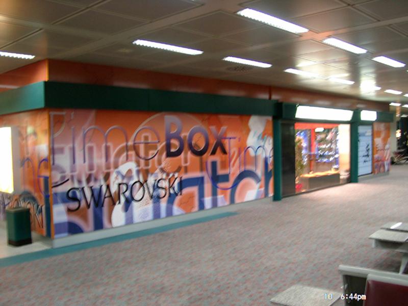 grafik-120-rom-airport-multibrand-swarowski-timebox-swatch-shop-2003-fassadengestaltung-14