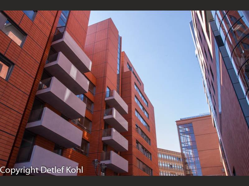 Architektonischer Komplimentärkontrast am Potsdamer Platz in Berlin